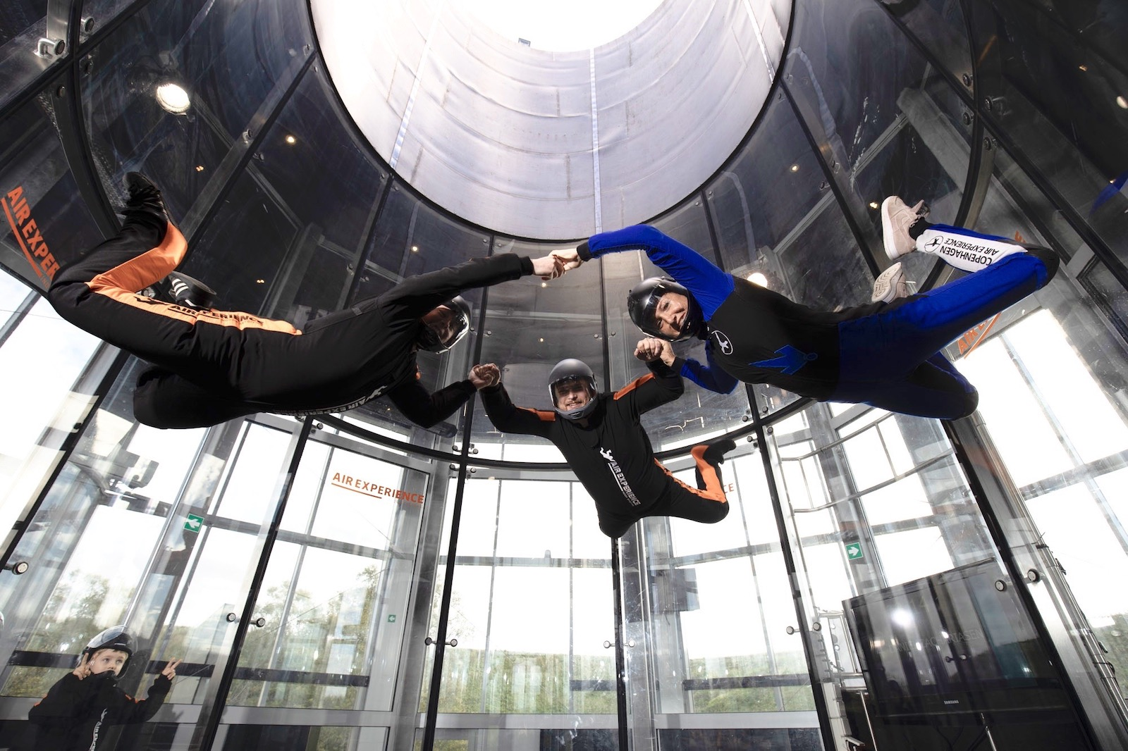 Return flyer flyver indoor skydiving